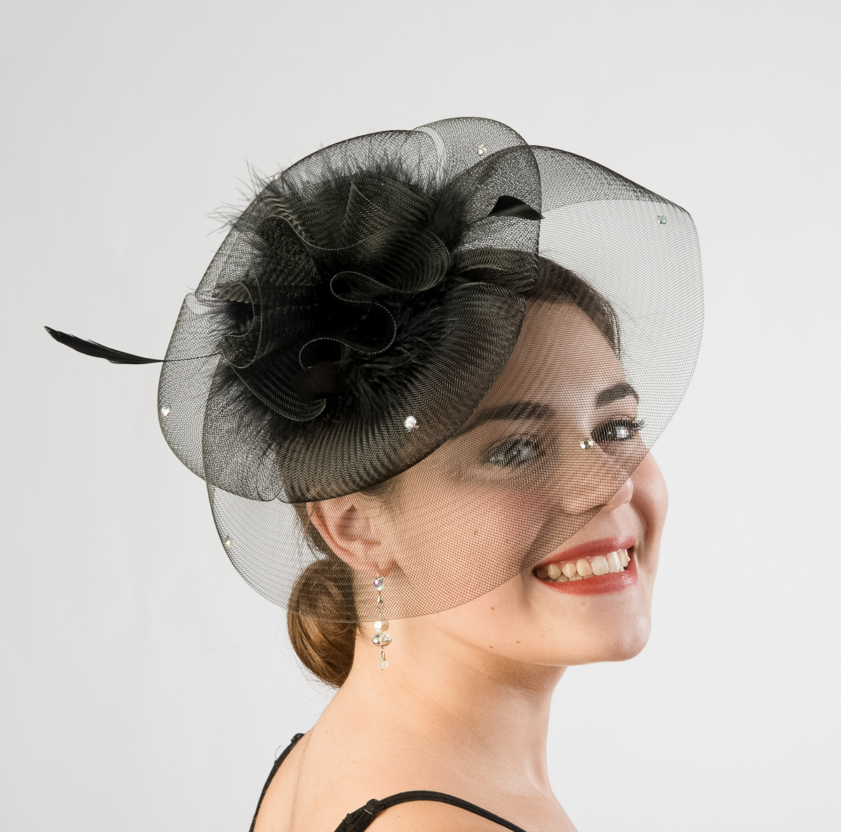 how to wear a comb fascinator