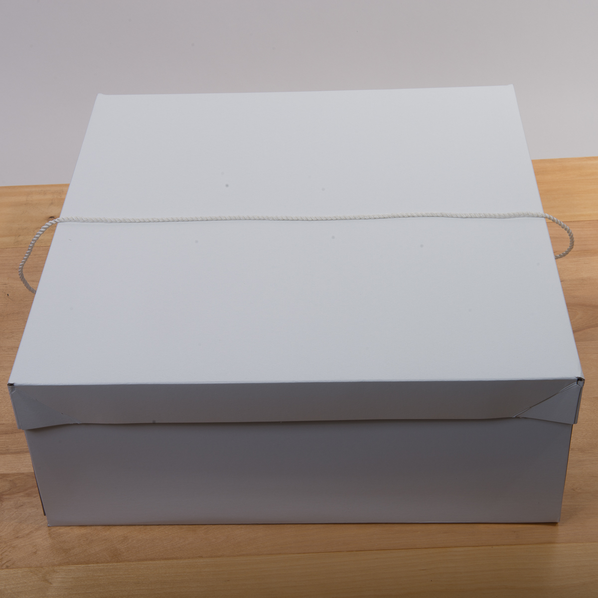 White 18 Inches 18 Inches 7 Inches Paper Square Hat Box